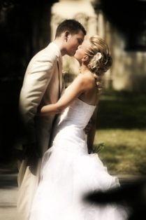 Wedding Picture Idea: Blurred private kiss