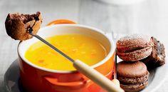 Voici une recette de fondue de jus d'orange à la fleur de maïs. Un peu de Cointreau ou Grand Marnier relèvera agréablement sa saveur.