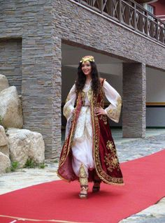 Pretty lady in traditional Albanian costume. Culture Clothing, Folk Clothing, Historical Clothing, Albanian Wedding, Albanian Culture, Beautiful Muslim Women, Folk Costume, Traditional Dresses, Couture