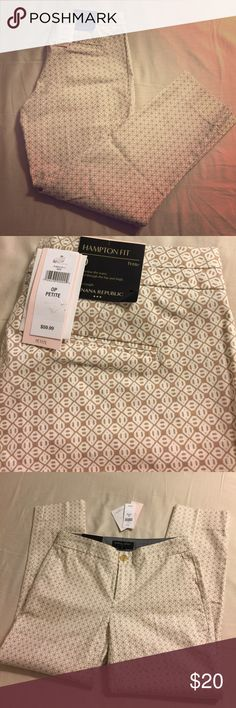"""Banana Republic Hampton crops NWT- Printed with a neutral tan and white geometric pattern, front pockets, back slit pockets, button waist BR Hampton fit crop ankle pants. Inseam is about 24"""". Banana Republic Pants Ankle & Cropped"""