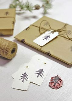 Handmade Christmas Wrapping Paper - DIY Stamped Paper - Carve a stamp and make your own Christmas Wrapping paper this year! Christmas Snowflakes, Christmas Wrapping, Handmade Christmas, Christmas Diy, Christmas Decorations, Holiday Decor, Present Wrapping, Wrapping Ideas, Print Wrapping Paper