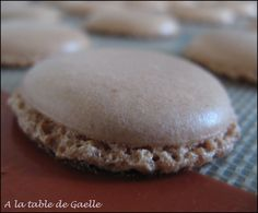 easy and successful macaroons! - At the table of Ga .- macarons faciles et réussis du coup ! – A la table de Gaelle easy and successful macaroons! – At Gaelle& table - Mousse Dessert, Food N, Food And Drink, Baguette, Cake Factory, Thermomix Desserts, Chiffon Cake, Biscuit Cookies, Soul Food