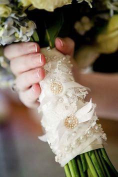 Very pretty bouquet handle. I like the idea of lace with champagne accents.