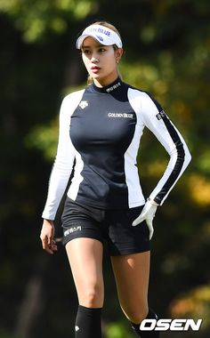 OSEN - [사진]섹시골퍼 유현주,'밀착패션 섹시하게'