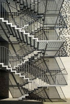 ideas exterior stairs architecture walkways for 2019 Steel Stairs Design, Metal Stairs, Concrete Stairs, Painted Stairs, Wooden Stairs, Staircase Design, Exterior Stairs, Interior Exterior, Stairs Architecture