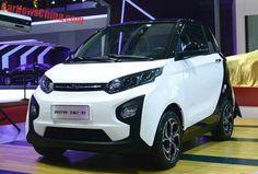 O novo Zotye Zhima E30 , é um novo veículo elétrico para o mercado de automóveis chinês, com grandes faróis e uma pequena grelha sem logotipo do Zotye típico 'Z'.
