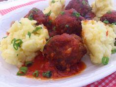 Fleischbällchen, Kartoffelstampf und Tomatensauce