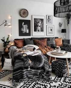moderne Boho Wohnzimmer modern boho living room Boho Meets Nordic Style in a Bold New Jersey HomeModern cozy living room Small Living Room Furniture, Boho Living Room, Cozy Living Rooms, Home And Living, Red Living Room Decor, Modern Living, Hipster Living Rooms, Fall Living Room, Living Room Themes
