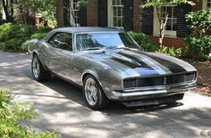 The 1968 Camaro: This is the first year the Camaro had racing stripes. I've wanted A Camaro since I was 14 & Still Dreaming 40 Years Later ! Chevrolet Camaro, 1968 Camaro, Chevy Camaro, Corvette, My Dream Car, Dream Cars, E90 Bmw, Auto Retro, Chevy Muscle Cars