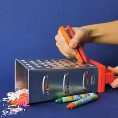 Twenty life hacks with crayons ✏️ 😍 - Diy life hacks - Diy Crafts Hacks, Diy Home Crafts, Diy Arts And Crafts, Creative Crafts, Fun Crafts, Wood Crafts, Creative Ideas, Diy Ideas, 5 Minute Crafts Videos