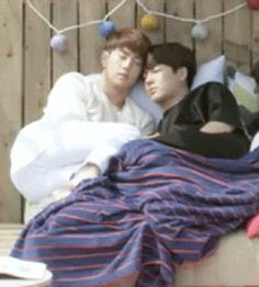 the moments in the bed were my favorite >v< when Mark's leg was liked wrapped around Jackson the second time