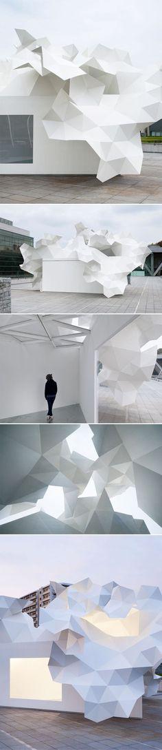 Oeuvre architecturale pour le Musée d'Art Contemporain de Tokyo L'architecte japonais Akihisa Hirata a créé le Pavillon Bloomberg, un espace d'art expérime