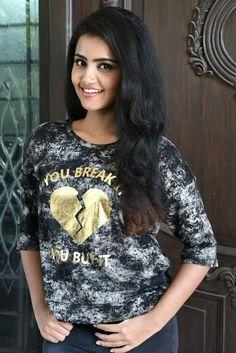 Anupama Parameswaran Latest Hot Glamourous Spicy Black Dress PhotoShoot Images At Eedu Premam Interview   Movie Images