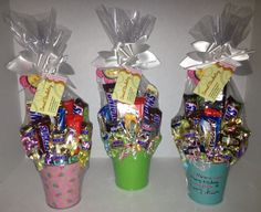Mother's Day candy bouquets Mothers Day Baskets, Unique Mothers Day Gifts, Mothers Day Crafts, Simple Gifts, Candy Gift Baskets, Mother's Day Gift Baskets, Candy Bouquet Diy, Diy Bouquet, Mothers Day Balloons