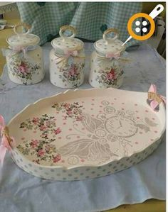 We start with the courses-workshop: learn to make decoupage in trays very easy step by step Decoupage Jars, Decoupage Wood, Decoupage Furniture, Decoupage Vintage, Wood Furniture, Shabby Chic Pink, Shabby Chic Decor, Shaby Chic, Painted Trays