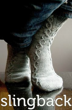 Chaussettes Slingback – Three Irish Girls Yarn Inc - Dessandales Crochet Socks, Knitted Slippers, Knit Or Crochet, Knit Socks, Loom Knitting, Knitting Socks, Hand Knitting, Knitting Patterns, Knitting Projects