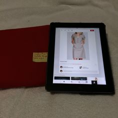 Mod 9: vestido beige con tela gabardina strech color rojo. 2 mts
