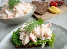 Nem og lækker opskrift på hjemmelavet skaldyrssalat Danish Food, Falafel, Yummy Eats, Fish And Seafood, Potato Salad, Tapas, Meat, Chicken, Ethnic Recipes