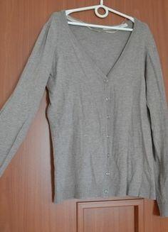 Kupuj mé předměty na #vinted http://www.vinted.cz/damske-obleceni/s-dlouhymi-rukavy/11695220-tenky-zapinaci-svetrik-s-v-vystrihem