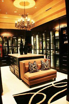 Stunning Eine typische Eigenschaft einer Boutique ist die sch ne attraktive Kleidung die zur Schau gestellt ist Begehbarer Kleiderschrank planen Ordnungssysteme