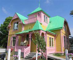 :) Pippi Longstocking House (Villa Villekulla) in Gotland island, Sweden Sweden, Children's Films, Pippi Longstocking, Pink Houses, Colorful Houses, The Sims, Victorian Homes, East Coast, House Colors