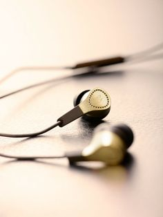Bang & Olufsen BeoPlay H3 Gold Edition