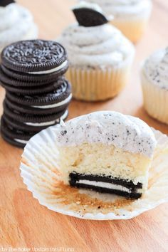 Cookies and Cream Cupcakes with a Marshmallow Oreo Frosting!! https://lilluna.com