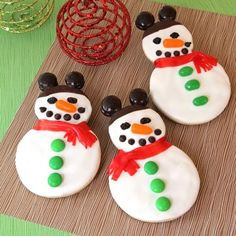 I'd probably use my snowman cookie cutter instead of doing it their way but I like the decorating ideas