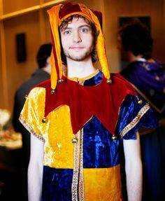 Brent in a jester costume @ Medevil Times. He looks ridiculously adorable. Onerepublic, Pop Rock Bands, Cool Bands, Jester Costume, Ryan Tedder, Eddie Fisher, Medieval Wedding, Medieval Costume, The Dj