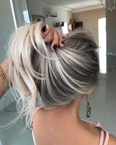 160 amazing golden blonde hair color ideas for women 2019 page 18 Golden Blonde Hair, Super Blonde Hair, Bright Blonde Hair, Ash Blonde, Blonde Color, Pinterest Hair, Cool Hair Color, Hair Highlights, Black And Blonde Highlights