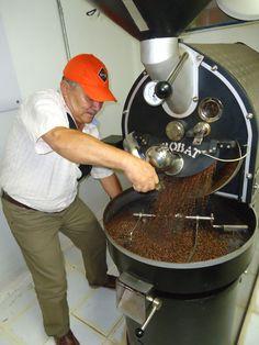 De la máquina tostadora salió el delicioso Café