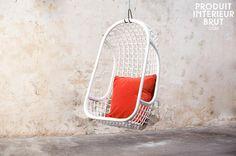 Seduta sospesa Valkönen. Optate per una sedia sospesa interamente realizzata in rattan bianco dall'aria retrò e la tipica comodità dei mobili scandinavi.