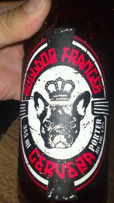 Bulldog francés. (porter) Pizza del perro negro