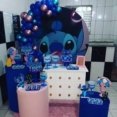 Disney Birthday, 1st Boy Birthday, 1st Birthday Parties, Birthday Party Decorations, Party Themes, Lilo And Stitch Cake, Lilo And Stitch Quotes, Luau Party, Birthday Balloons
