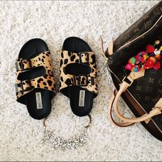 🎉 HP 🎉 Steve Madden > Leopard Boundree Sandals Retro-styled calf hair sandals with leopard print. Great condition, only worn a few times. Adjustable buckles for a perfect fit. So comfortable! Soles show some normal wear. Steve Madden tags slightly discolored. 🎉💗 WEEKEND UNIFORM HOST PICK 2/6/16 💗🎉 💔 NO TRADES 💔 NO PAYPAL 💛 OFFERS WELCOME Steve Madden Shoes Sandals