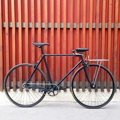 Single speed porteur bike