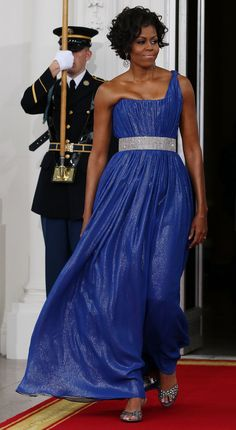 Michelle Obama's 52 Best Looks Of All Time | HuffPost Life Best Formal Dresses, Nice Dresses, Barrack And Michelle, Electric Blue Dresses, Dinner Gowns, Michelle Obama Fashion, American First Ladies, Best Gowns, Red Carpet Dresses