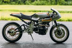 Analog Motorcycles just squeezed a beautiful old Ducati single into a cutting-edge race chassis, and topped it off with gorgeous hand-beaten bodywork. Ducati Motorcycles, Custom Motorcycles, Custom Bikes, Street Bikes, Road Bikes, Ducati 600, Combi Wv, Metal Shaping, Cafe Bike