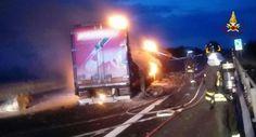 Camion a fuoco sullA14 chiuso tratto tra Loreto e Civitanova Marche