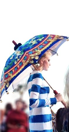 Umbrellas are fashionable - Dolce Gabbana Alta Moda, Capri Fancy Umbrella, Blue Umbrella, Vintage Umbrella, Under My Umbrella, Blue Is The Warmest Colour, I Love Rain, Guess Girl, Umbrellas Parasols, Dress Up Outfits