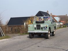 Land rover op de Oude Bildtdijk. Friesland