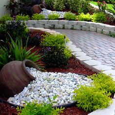 Simple But Awesome Small Front Yard Landscaping Ideas - MagzHome Simple But Awesome Small Front Yard Landscaping Ideas - MagzHome Small Front Yard Landscaping, Landscaping With Rocks, Backyard Landscaping, Easy Landscaping Ideas, Dry Riverbed Landscaping, Arizona Landscaping, Front Yard Walkway, Front Porch, Diy Garden