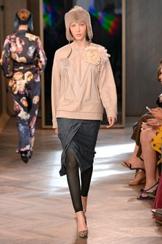 "Max Mara Resort 2016 - Collection - Gallery - Style.com ""IT'S ABOUT TIME WE GET ON BOARD WITH THE LOGO SWEATSHIRT TREND!"""