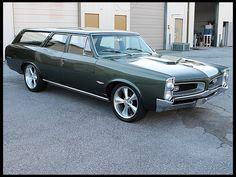 1966 Pontiac Wagon Dual Quad 389 CI. A reason to go grocery shopping. :)