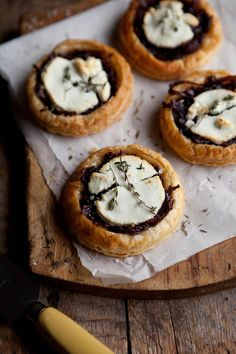 "VEGAN Verison: Replace cheese and egg, plus use organic baking products instead. ""Red Wine, Caramelized Onion and Goat Cheese Puff Pastry Tartlets. Tapas, Think Food, Love Food, Fingers Food, Food Trucks, Caramelized Onions, Appetizer Recipes, Cheese Recipes, Recipes With Goat Cheese"