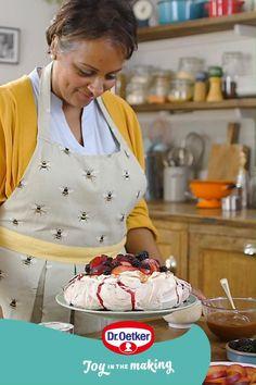Easy Cake Recipes, Easy Healthy Recipes, Fall Recipes, Sweet Recipes, Dessert Recipes, Trifle Desserts, Chocolate Pavlova, Pavlova Recipe, Cake Decorating Techniques