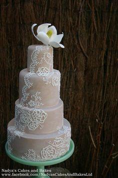 lace and magnolia cake