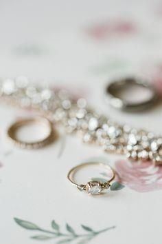 Sweet sparkles | Pho     Sweet sparkles | Photography: Bo | Style Me Pretty |  www.stylemepretty...