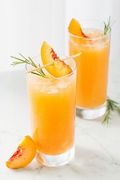 Summer wedding cocktail idea - champagne cocktails - grilled peach & rosemary Prosecco {Courtesy of Will Cook For Friends} Summer Drinks, Fun Drinks, Healthy Drinks, Alcoholic Drinks, Healthy Recipes, Beverages, Refreshing Summer Cocktails, Vodka Drinks, Cooking Recipes