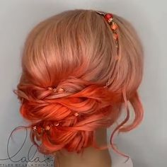 wedding hair videos Our list of anti-trends is headed by coloring, in which the top strands are lightened and the bottom ones are left in a natural shade. Latest Hair Color, Cool Hair Color, Hair Colors, Beautiful Hair Color, Curly Hair Styles, Natural Hair Styles, Natural Beauty, Auburn Hair, Hair Videos